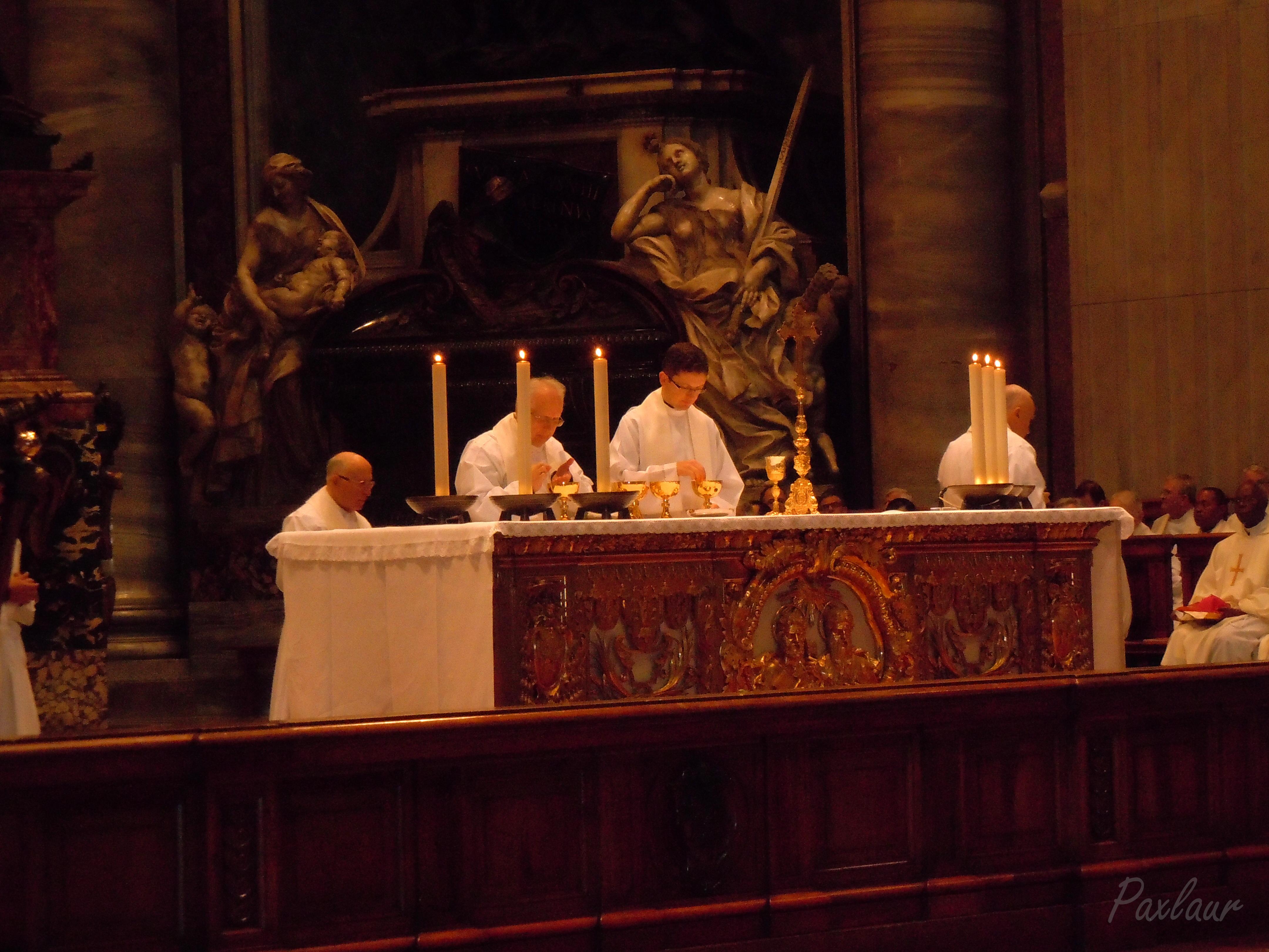 """Liturghie in bazilica """"Sfantul Petru"""""""