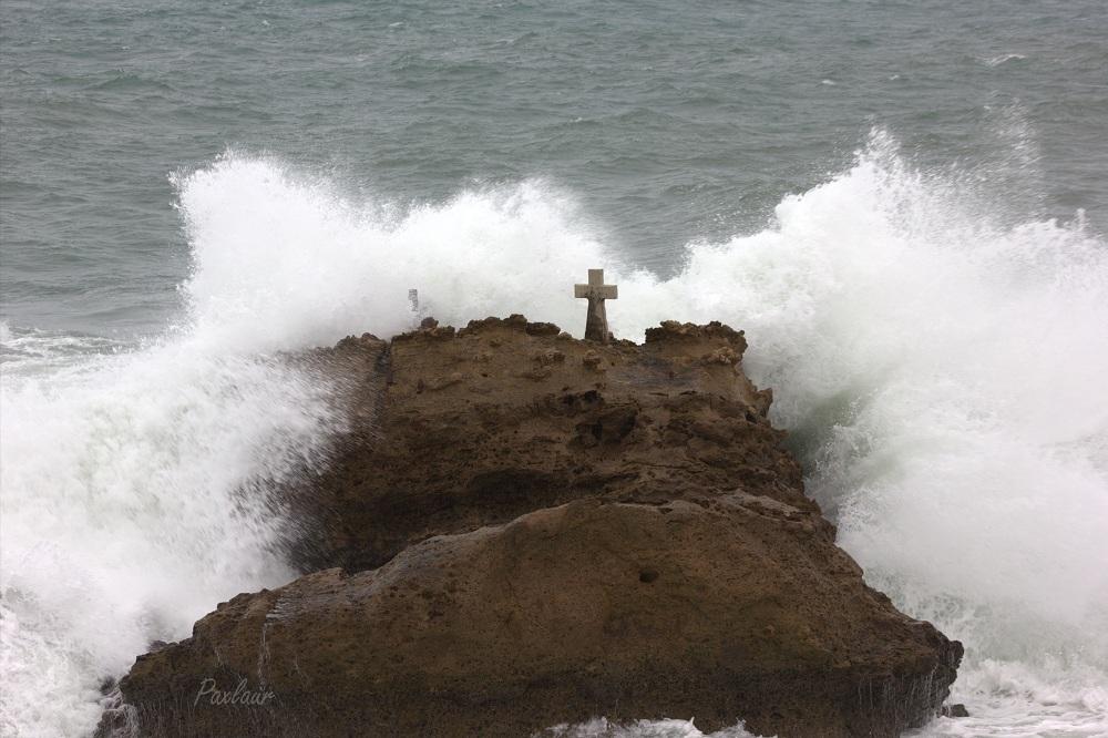 Crucea a rezistat tuturor valurilor