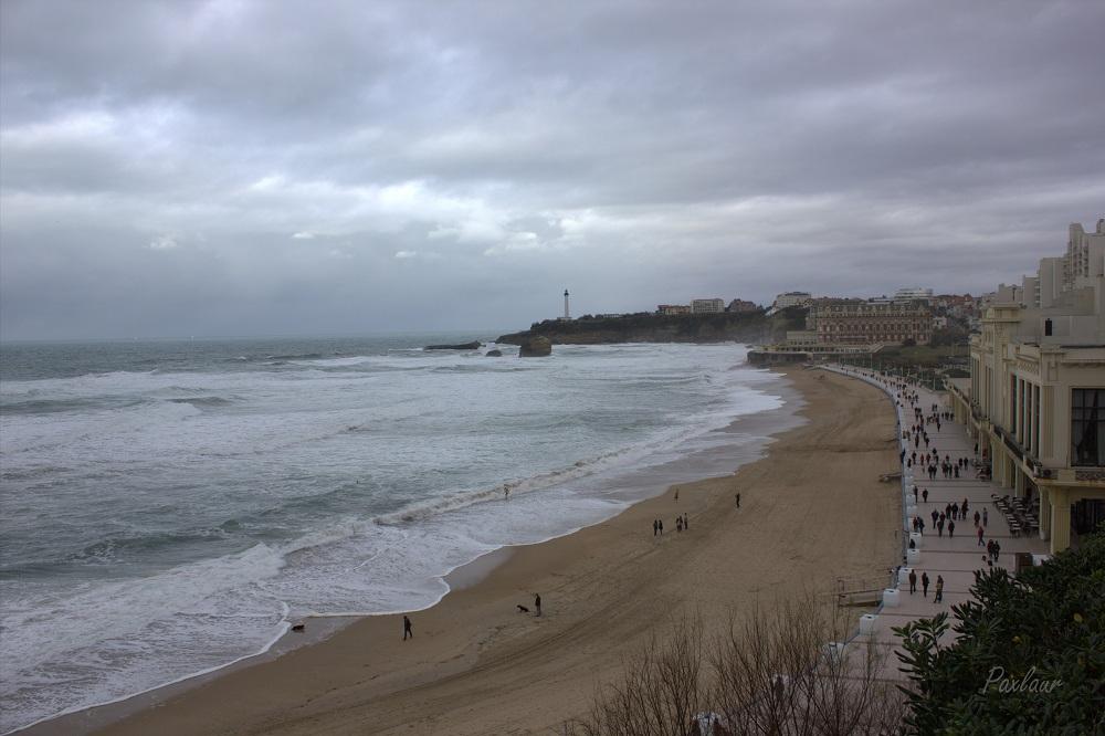 Iarna nu-i ca vara dar lumea e pe plaja