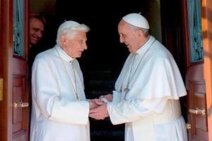 Lumen Fidei_Benedict si papa Francisc