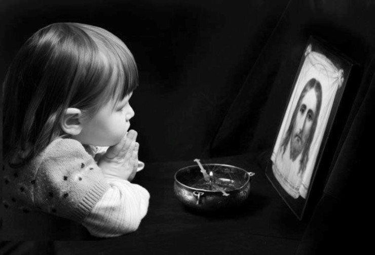 copil in rugaciune