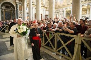 papa francisc si trandafirii