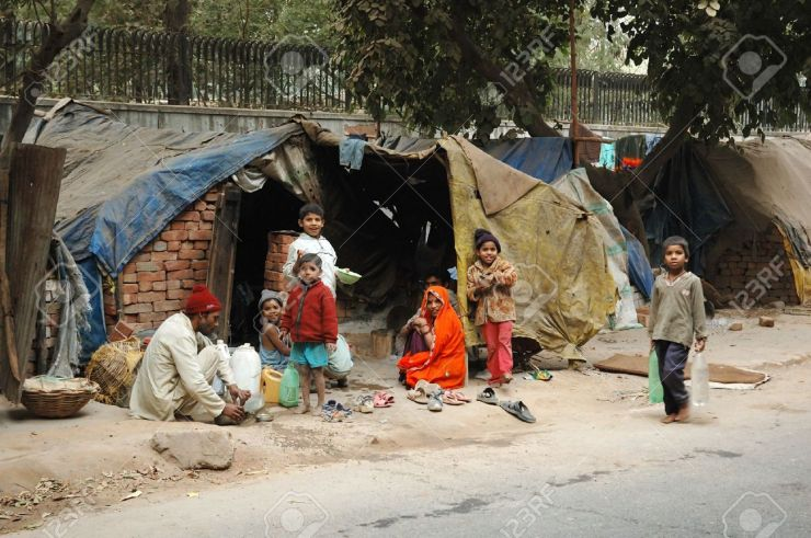 7278330-DELHI-INDIA-DECEMBER-12-Poor-family-at-slum-area-near-K-I-B-I-December-12-2008-in-in-Delhi-India-Mil-Stock-Photo