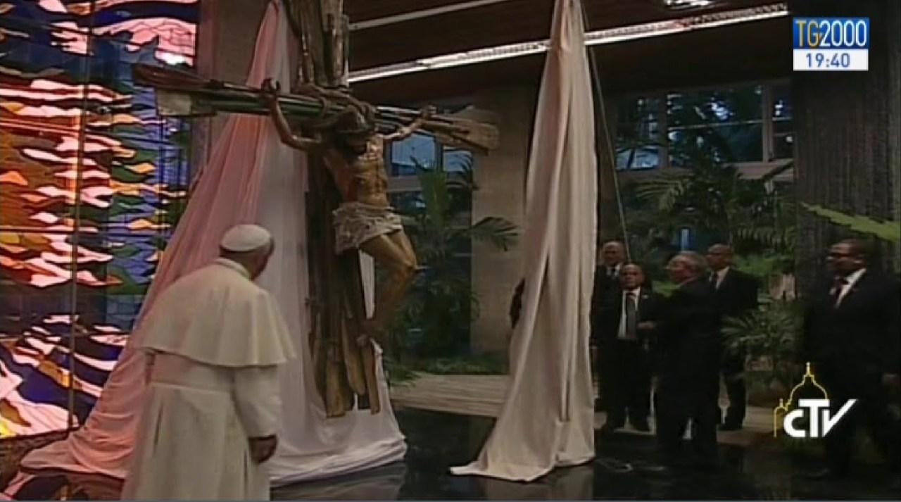 crucea facuta din vaslele migrantilor