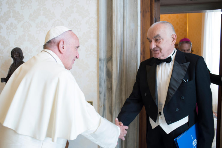 papa-francisc-si-ambasadorul-romaniei-liviu-petru-zapirtan