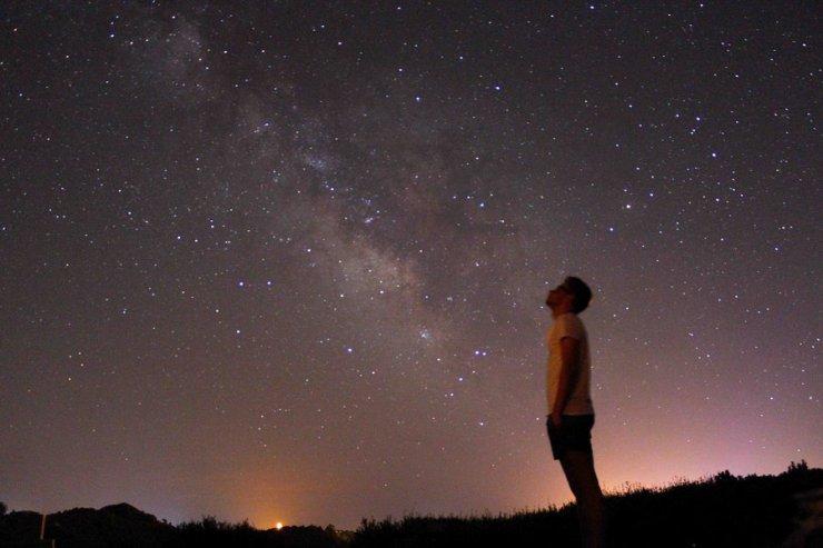 privind-cerul_stelele_divininul