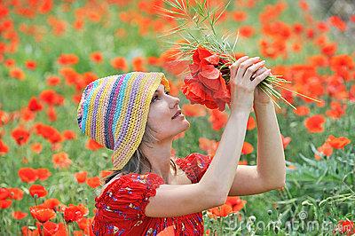 Femeia si florile de mac