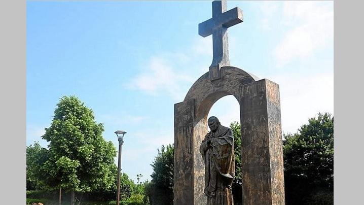 monument-in-cinstea-papei-ioan-paul2