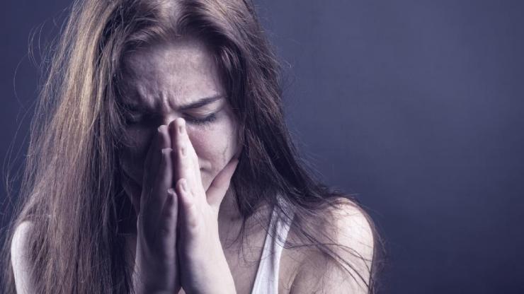 violenta no respect femeie rugaciune