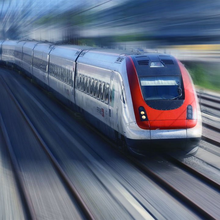 trenul prin gara