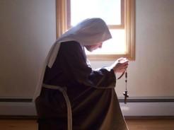 sora in rugaciune
