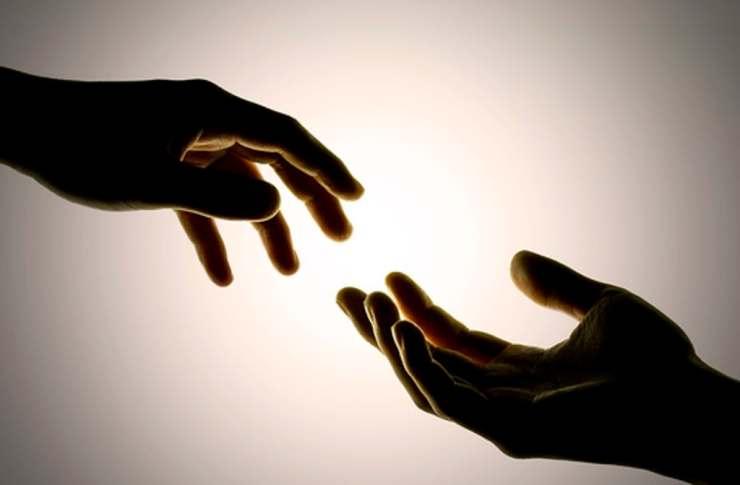 doua maini de mana cu Dumnezeu