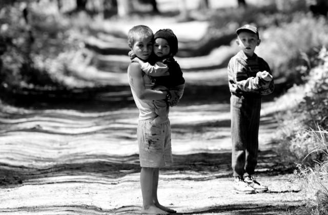 Orfani copii abandonati iubire ajutor danilaandreea_Grija_de_altul-640x420